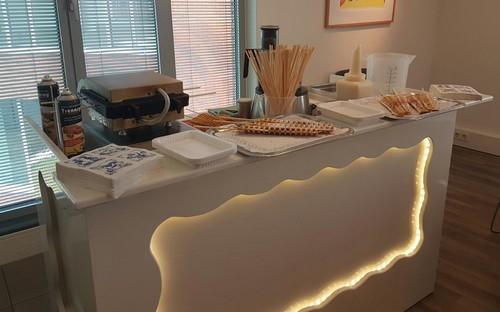 Warme lollywafels LED verlichte witte lounge bar